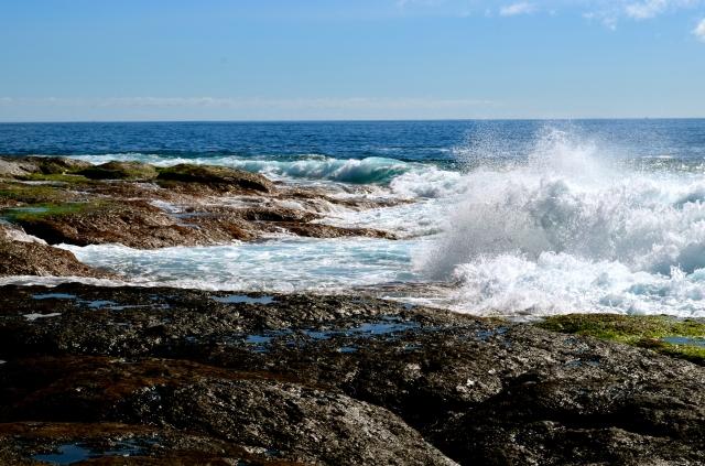 Wave breaking on the rocks